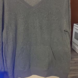 Sweaters - V neck sweatshirt